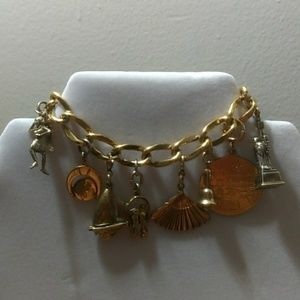 Jewelry - Vintage charm bracelet